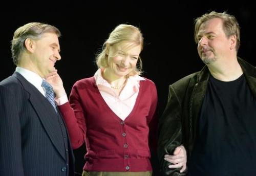 """""""Ein Volksfeind"""" Theater Würzburg Rainer Appel, Antje Widdra, Matthias Breitenbach Foto: Mainpost"""